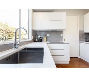 white handlefree kitchen